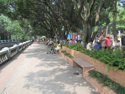 Another beautiful path.  There are plenty of benches, where you can enjoy the view, read a book or take a break from the crowds after a busy day of shopping on Zhong Shan Road