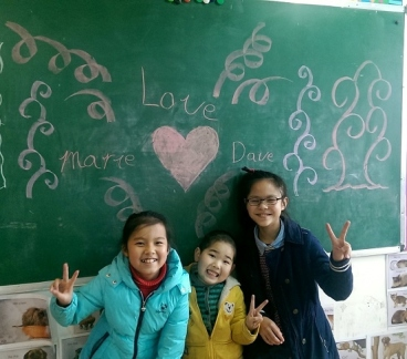 These are 3 of my students:  Coco, Kyle and Lily (left to right).  I introduced them to Dave while he was at the school one day, and when I came back from recess, I found this lovely mural on my chalk board!  They'd spent their break making it for me :)
