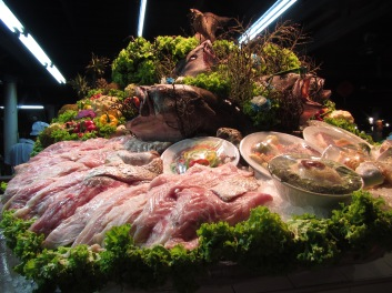 A seafood display set up by a restaurant we never got around to trying.  There were just way too many options!!