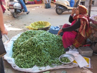 selling peas in the market