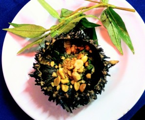 I had to edit the sea urchin quite a bit so that you could actually see what was inside...in Vietnam they bbq the urchin with peanuts and spring onion. It was so good the first time that I ordered it again!