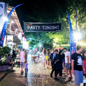 Gili has very famous parties. We didn't attend any ourselves, but it still looked like fine