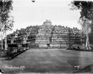 By Tropenmuseum, part of the National Museum of World Cultures, CC BY-SA 3.0, https://commons.wikimedia.org/w/index.php?curid=8577093 (The first known picture of Borobudur