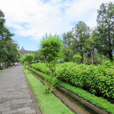 The grounds were very well maintained and green